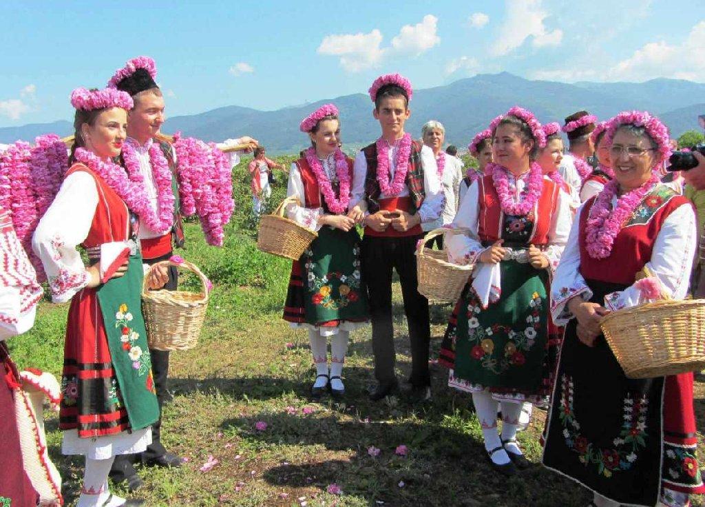 EXCURSIE 1 ZI BULGARIA FESTIVALUL TRANDAFIRILOR KAZANLAK - VALEA